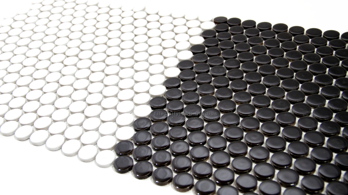 PM0031 - Penny Round Porcelain Mosaic, Black and White
