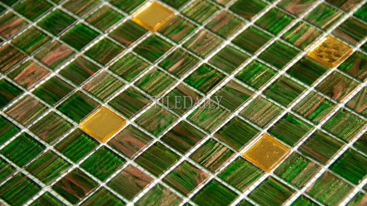 GM0119 Kelly Green and Gold Mix Glass Mosaic 01